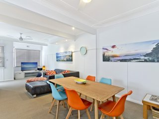 Haven Unit 4 - Beach style flat with modern decor in a great position