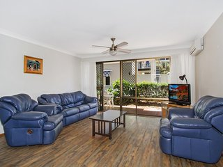 Cobden Court Unit 2 - Airconditioned unit in a beachside position Rainbow Bay