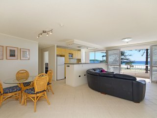 Rainbow Place unit 5 - Beachfront apartment in Rainbow Bay Coolangatta