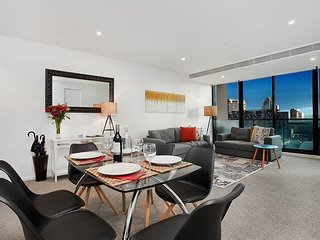 StayCentral on Lonsdale 2 Bdrm 2 Ba 2 Balc Etihad Stadium, DFO shopping, trams