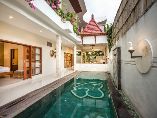 Villa Poetra - 4 BR Close to Balangan Beachwith Private Pool