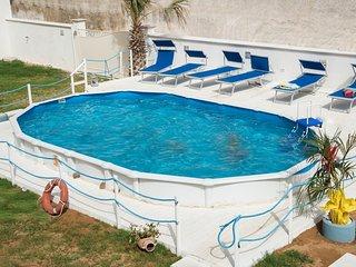 Ville con piscina a due passi dal mare
