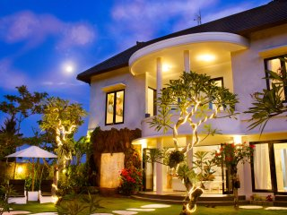 Villa Casablanca Pool&Sea View at Keramas Surf beach