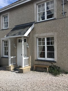 Beautiful cottage in Conwy Town, parking, stunning Castle views. Wi Fi,Sky TV.