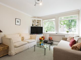Elm Park Cocoon apartment in Kensington & Chelsea with WiFi & lift.