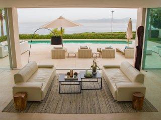 Spectacular Sea Front Villa