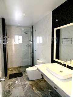 Bathroom number 2 : mosaic with optical effect 3D,design play with eyes the luxury tiles