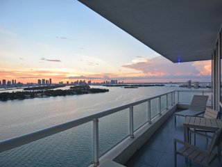 Stunning Views, Gorgeous 2 bed/2 bath, South Beach