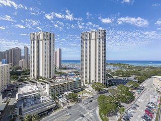 17th Floor Diamond Head view in the Waikiki Tower, Book Now!