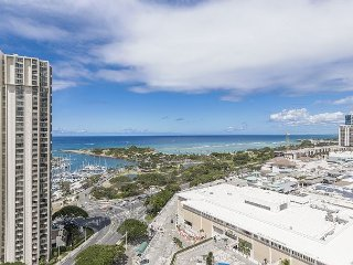 On 23rd Floor ~Corner-end suite ~Panoramic Ocean & Sunset Views, Book Now!