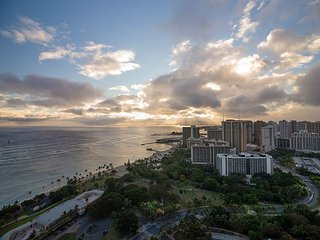 Gaia Hawaii *Trump Waikiki 2.5bedroom 37th Floor Panchromatic Ocean Views!