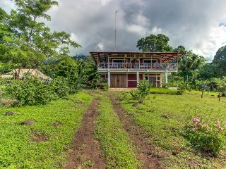 One-of-a-kind island retreat on a working eco-farm - lake views & home comforts!