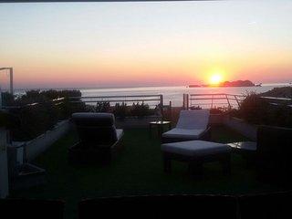 Ático de excelentes vistas en Cala Tarida, Ibiza