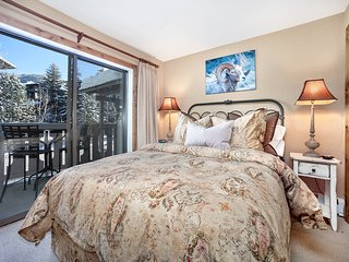 Book by 11/1- Vail Village 2Br Condo with Premium Amenities