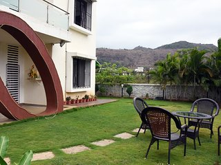 Arowana Villa- Lonavala City. 3 bedroom, Breakfast, Garden sitting.