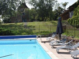 Ferme ancienne isolée, dépendance et piscine privée chauffée, plein parc naturel