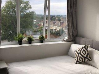 Spacious Modern Studio Flat, Beckenham 12