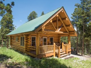 Log Cabin Getaway Close to Breckenridge