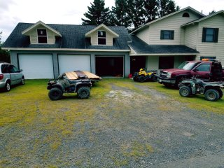 Vacations/Snowmobiling/3bedrooms/2bath/Garage/Fish,Hunting,ATV,Riding.
