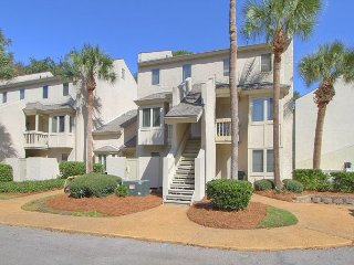6 Beach Arbor 1st Floor End Unit. Walk to the Beach, Poolside, Pet Friendly