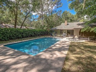 Newly Furnished, Pool, Dog Friendly Home, 3 Bds, 2 Ba 11 Deer Run