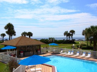 Cute townhome!! Steps to the beach, community pool, gulf views!!!