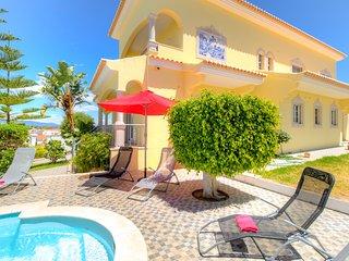V6 Menir - 6 bedroom villa w/ private pool near ferragudo, for 12 people