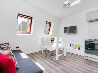(m11) Modern 2 bedroom apartment near Hyde Park