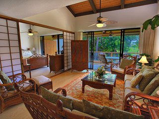 Huge, Beautiful Condo with Room for Everyone - Best Location in Kona!