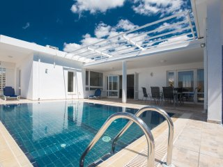 Cyprus In The Sun Celebrity Villa Jamie Laing Gold