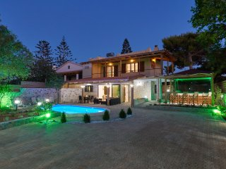 Villa Feronia-Your ideal holiday in Hersonissos  with a private pool & jacuzzi.