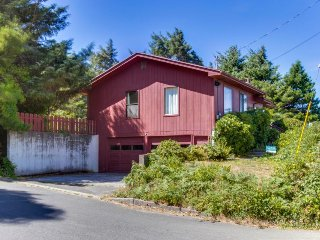 Cozy hilltop home w/ ocean views & game tables, 3 blocks from the beach!