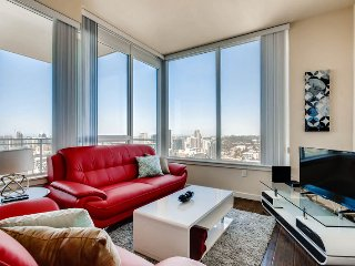 Bright and airy 3 bedroom with 2 sparkling marble bathrooms