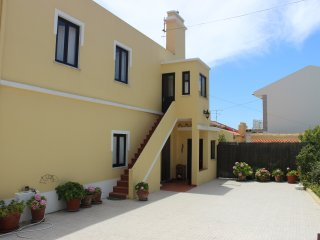 Big stylish house - huge patio in Atlantic Coast , 2 kms from Baleal Beach !
