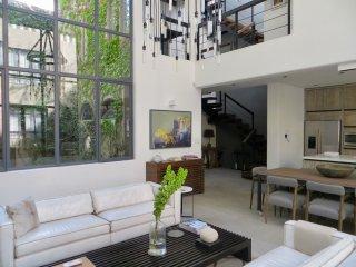 Casa Iluminada Modern 3 Bedroom in Centro