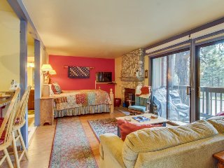 Walk to Gondola studio w/ shared pool, hot tub, sauna - walk to the Village