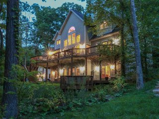 Roomy, lakefront, dog-friendly home w/hot tub, game room, dock and more!