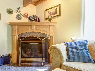 Family-friendly condo w/ shared pool & hot tub, ski lift access, and more!