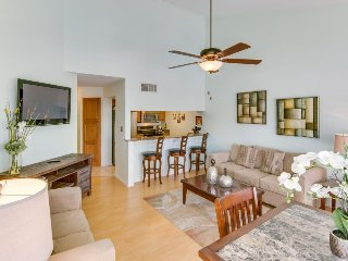 Waterview condo w/ balcony, shared pool & hot tub, walk to beach & Schlitterbahn