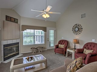 Bright Branson Condo w/Fireplace - On Golf Course!
