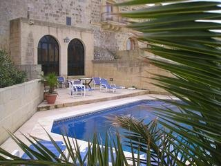 Paul`s 5 bedroom farmhouse in gharb