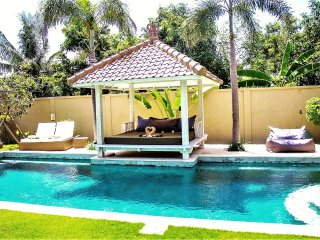 ❤$120 NOW! 5 mins BEACH | Sunbed | Private 3BR 12m Pool Villa | Full Staff |WiFi