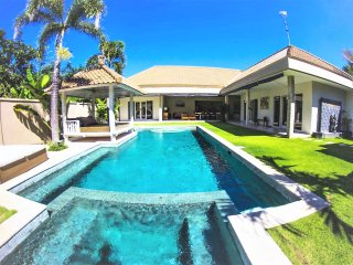 ❤-35% NOW $125 SEMINYAK! 3BR 12meter Pool Villa, 5 mins BEACH, Sundeck, Wifi