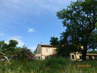la Casa e la grande quescia di fronte