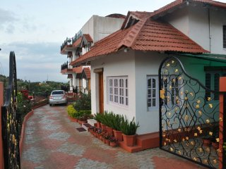 NEETHU'S FAMILY HOMESTAY WITH HILL VIEW (BACHELORS NOT ALLOWED).