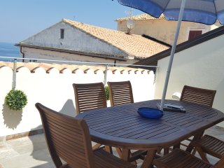 Montalto luxurious 2 floor apartment in Pizzo historic center, sea views