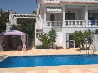 Strandhaus mit Pool und wunderschönem Meerblick
