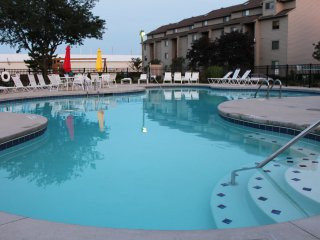 Lakefront Condo, Put-in-Bay View, Walk to Jet Express, Fantastic Pool, Boat Dock
