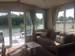 60 Fishing Lake - Lakeside Caravan with Hot Tub, Private Fishing Platform & WIFI