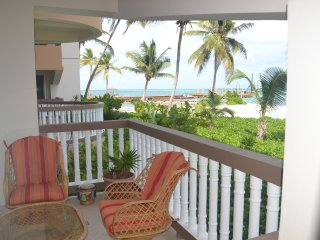 OCEANFRONT LUXURY 2B/2B CONDO SLEEPS 1-8